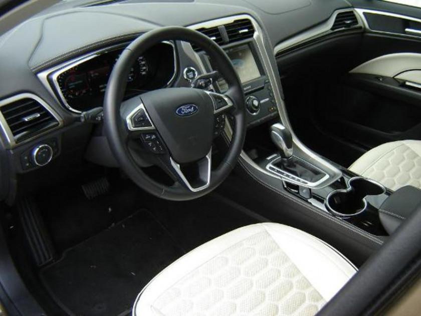 Ford Mondeo 2.0 Tdci 180ch Vignale Powershift 4p - Visuel #4