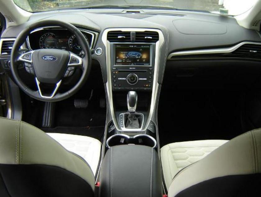Ford Mondeo 2.0 Tdci 180ch Vignale Powershift 4p - Visuel #9