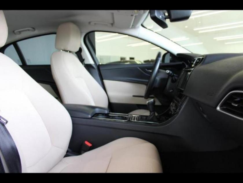 Jaguar Xe 2.0d 180ch Pure - Visuel #4