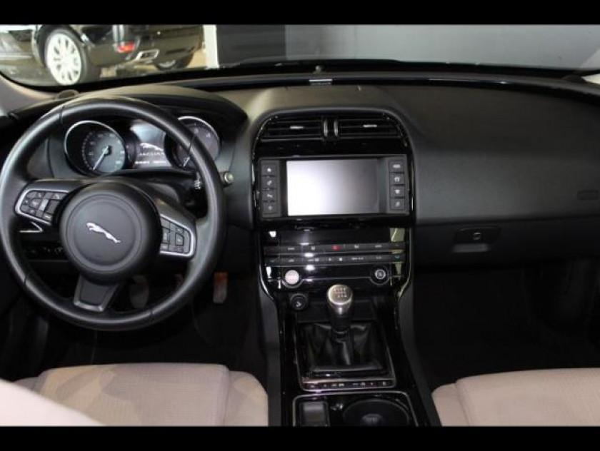 Jaguar Xe 2.0d 180ch Pure - Visuel #3