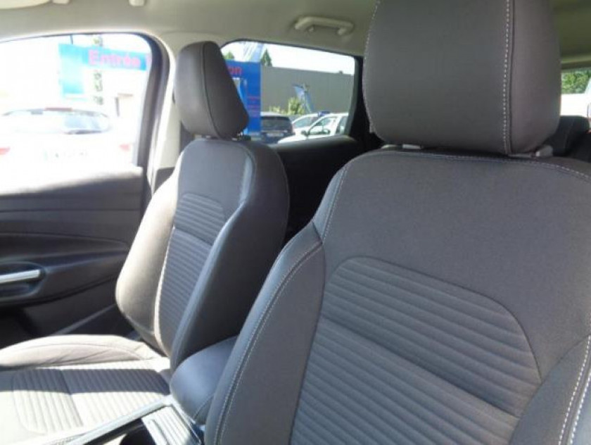 Ford Kuga 2.0 Tdci 150ch Stop&start Titanium 4x2 - Visuel #17