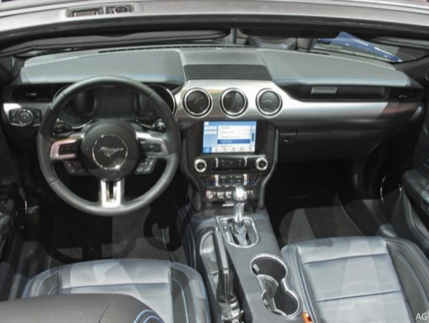 Ford Mustang Convertible 2.3 Ecoboost 290ch - Visuel #7