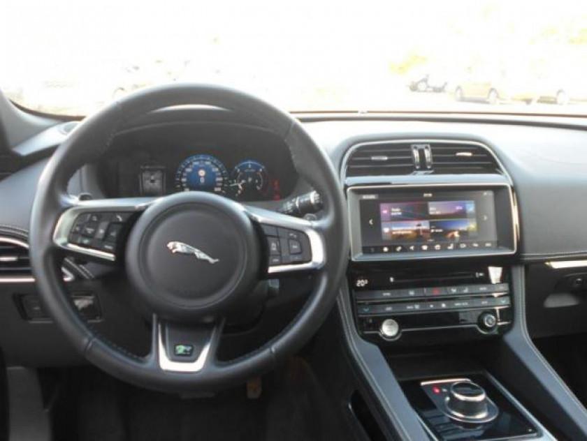 Jaguar F-pace 2.0d 180ch R-sport 4x4 Bva8 - Visuel #3