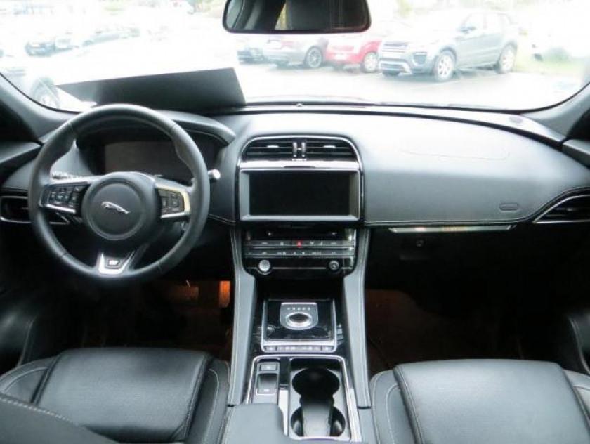 Jaguar F-pace V6 3.0d 300ch R-sport 4x4 Bva8 - Visuel #3