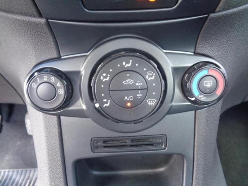 Ford Fiesta 1.25 82ch Edition 5p - Visuel #8