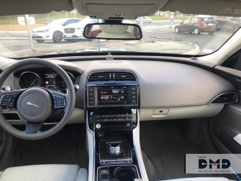 Jaguar Xe 2.0d 180ch Portfolio Bva8 - Visuel #4