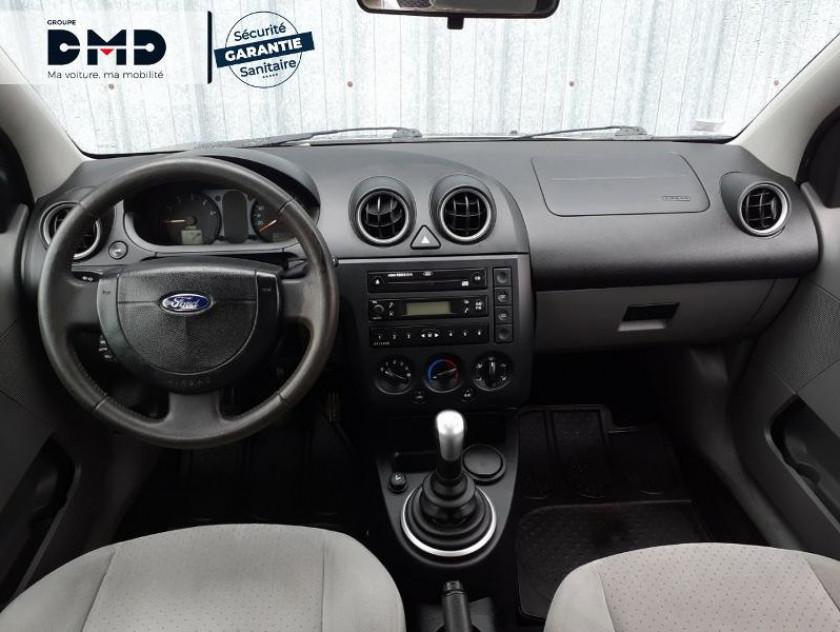 Ford Fiesta 1.4 Tdci 68ch Ghia 5p - Visuel #5