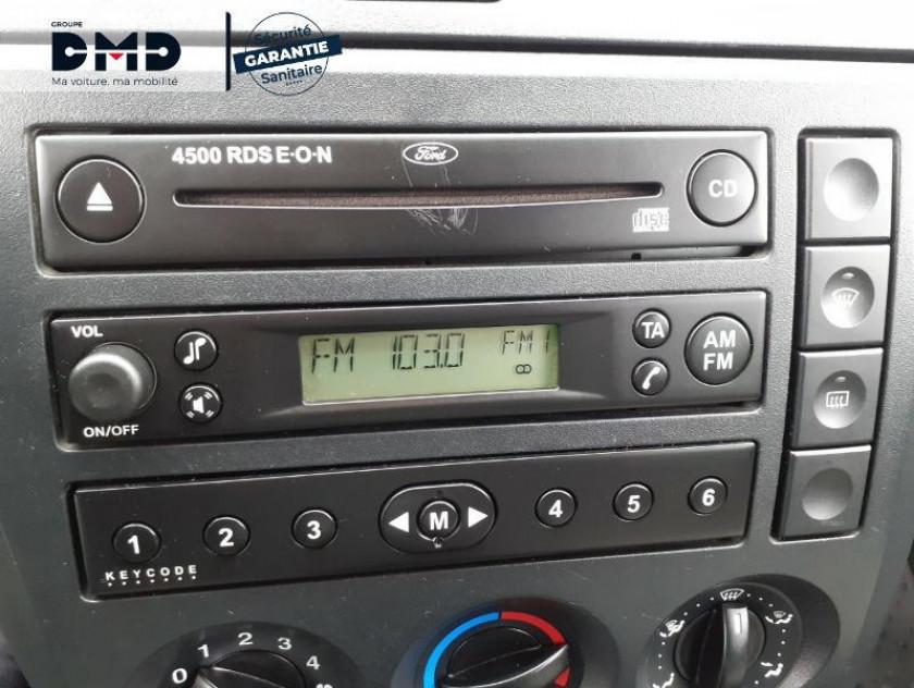 Ford Fiesta 1.4 Tdci 68ch Ghia 5p - Visuel #6