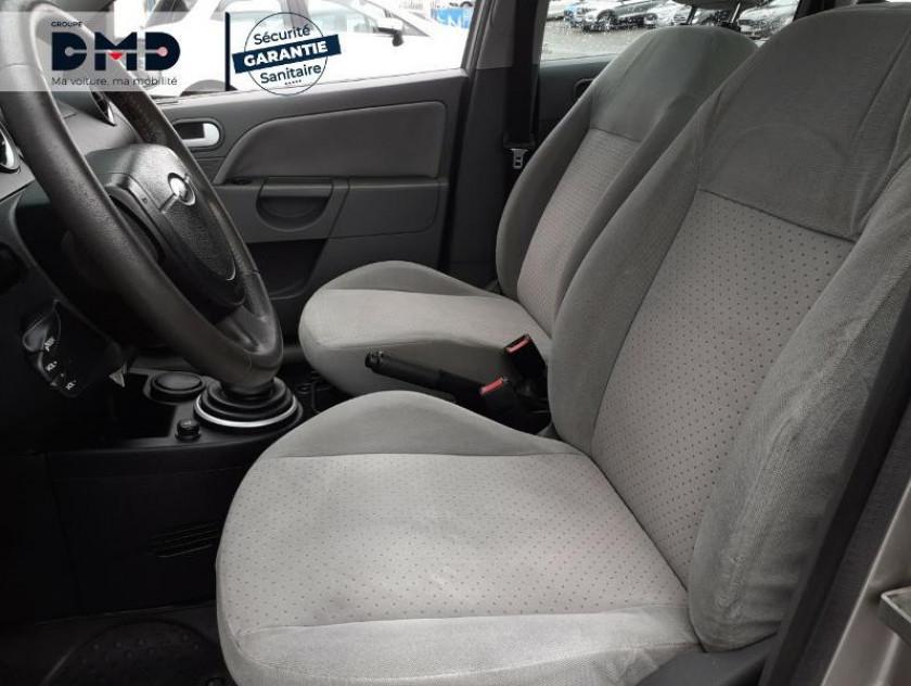 Ford Fiesta 1.4 Tdci 68ch Ghia 5p - Visuel #9